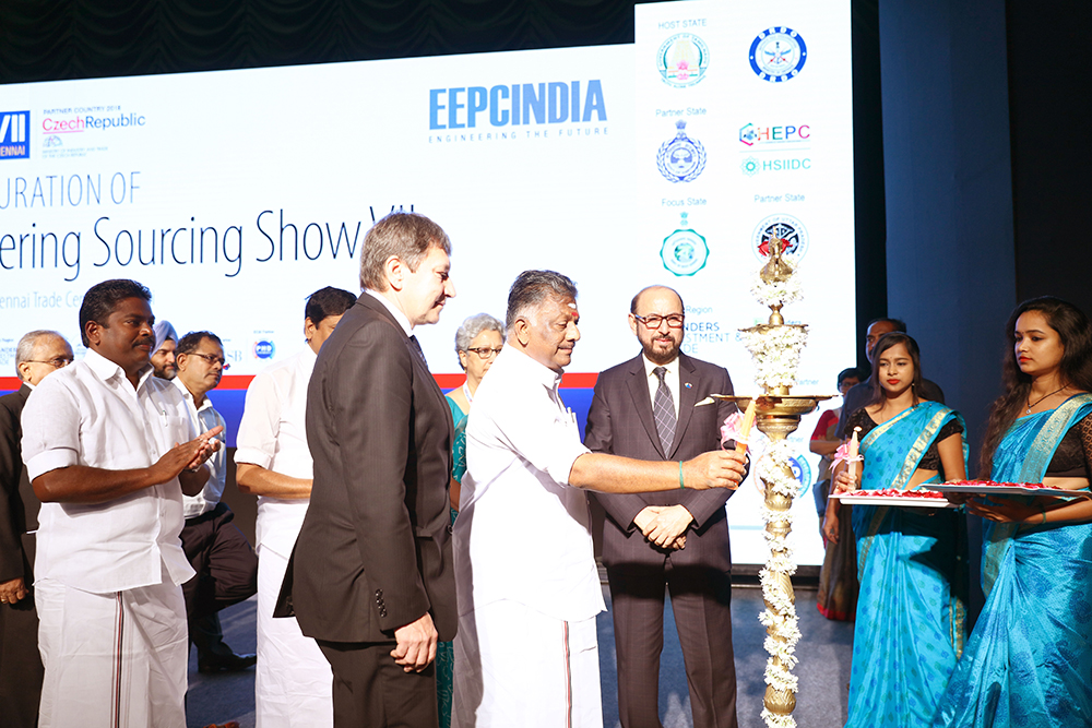 Mr. O. Panneerselvam, Deputy Chief Minister of Tamil Nadu lighting the inaugural lamp and on his right is Mr. Tomas Huner, Minister for Industry & Trade, The Czech Republic and  on his left