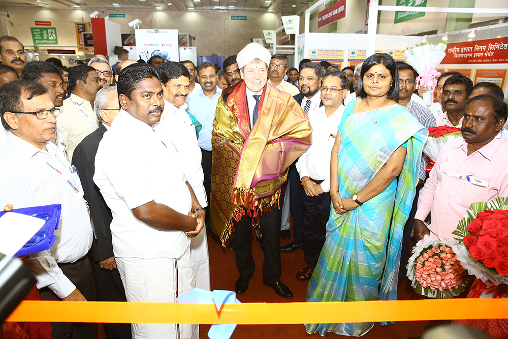 Mr. Tomas Huner, Minister for Industry & Trade, The Czech Republic welcomed with Turban and Uttario at Czech Pavilion  . We also see Mr. M.C. Sampath, Minister for Industries,Govt. of Tamil Nadu; Mr. P. Benjamin, Minister for Rural Industries and MSME,  Govt. of Tamil Nadu; , Mr Mahesh  K Desai, Sr Vice Chairman, EEPC India; Ms.Apoorva, IAS, Managing Director, TANSIDCO (Tamilnadu Small Industries Development Corporation Limited ); Mr. K Gnanadesikan, Additional Chief Secretary to Govt. of Tamil Nadu and Mr Bhaskar Sarkar, ED & Secretary, EEPC India